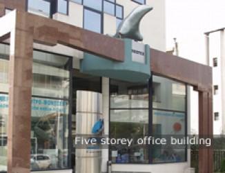Πενταόροφο κτίριο γραφείων